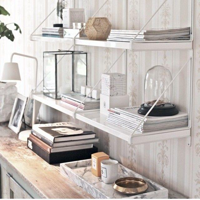 Jag skulle inte bli förvånad om det vi ser här är den nya tidens Stringhylla, den moderna version av den klassiska hyllan. Ekby Järpen/Ekby Gällö från IKEA.