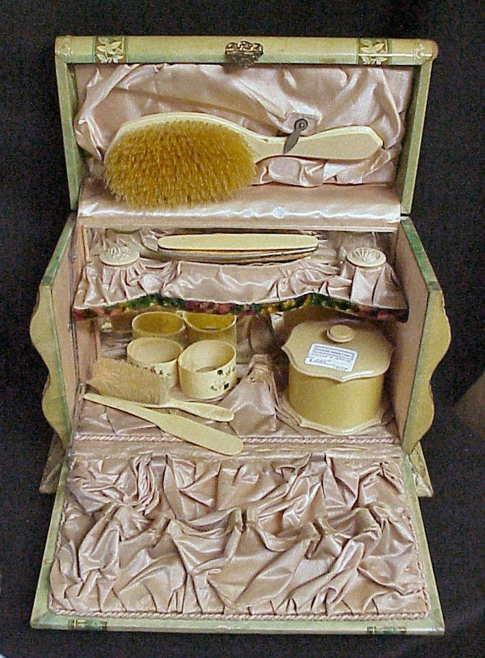 1000 images about mirror comb brush vanity sets on pinterest vanity set vintage vanity. Black Bedroom Furniture Sets. Home Design Ideas
