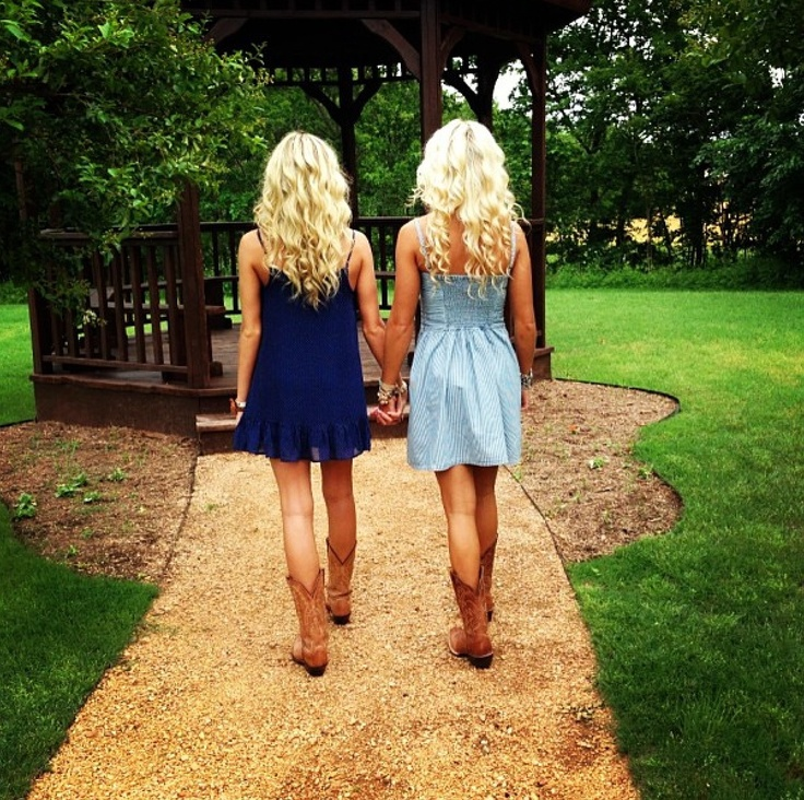 Best friend photo shoot @Kaylee Score Callahan and @lexi Beverly we are doing this ASAP