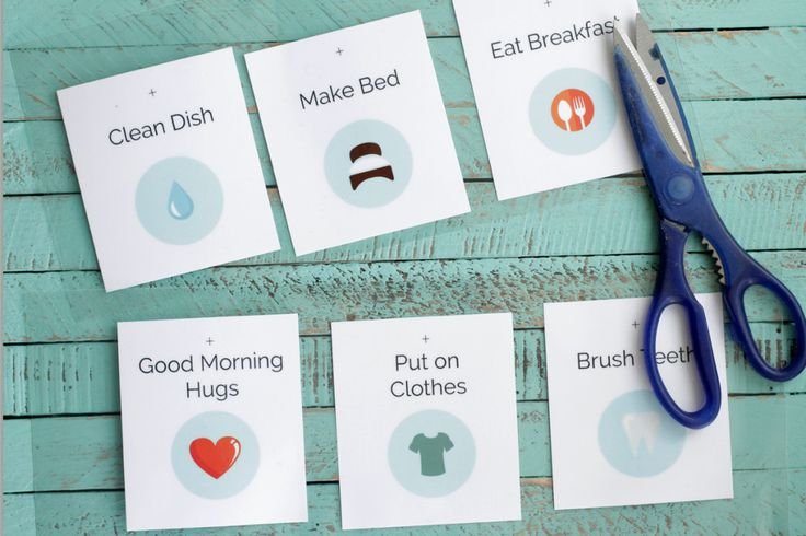 How to create a stress-free bed time routine plus free printable cards!! This is such a great idea for creating a bedtime routine without wh...