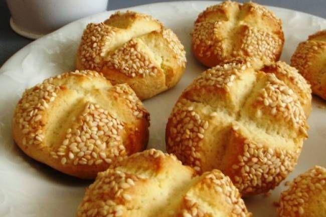 Susamlı kıyır kurabiye tarifi... SELDA ÇETİNTAŞ adlı okurumuzun gönderdiği susamlı kıyır kurabiye tarifi http://www.hurriyetaile.com/yemek-tarifleri/sizden-gelenler/susamli-kiyir-kurabiye-tarifi_3134.html