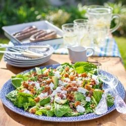 Summer salad with avo, bacon, danish feta, croutons, peas and a luxurious green goddess dressing!