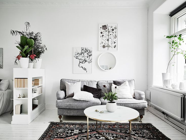 Need an inspiration for your own studio apartment? Well look no more! I fell in love with this dreamy monochrome home gem right away. It's located in Gothenburg, Sweden and it's full of…