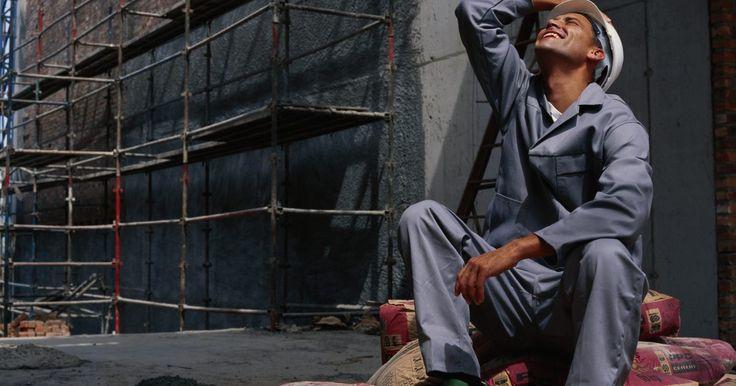 Cómo determinar el tamaño de una viga de acero. El tamaño de las vigas de acero elegidas en proyectos de construcción residencial y comercial es crítico para la integridad de la estructura que van a construir. El tipo más común de viga de acero utilizada en construcción es la viga-I, también conocida como viga-H o W. Las vigas con forma de I son efectivas para llevar el peso de flexión y ...