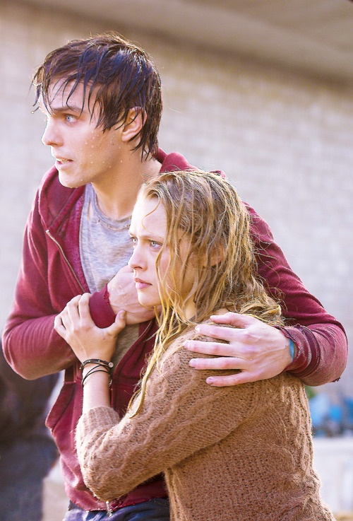 Warm Bodies - Nicholas Hoult and Teresa Palmer as R and Julie.