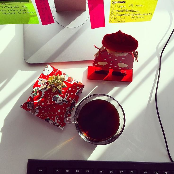 Monday morning desk situation.. Excited for a new week #monday #coffee #december #graphicdesign