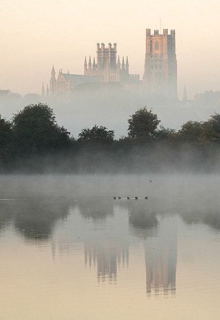 Le croissant d'argent - classicalbritain:   Ely Cathedral - Cambridge,...