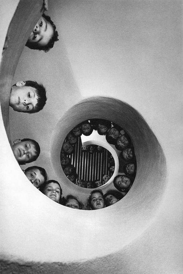 Martine Franck - Bibliothèque pour enfants (Children's library). Clamart, France,1965. S)
