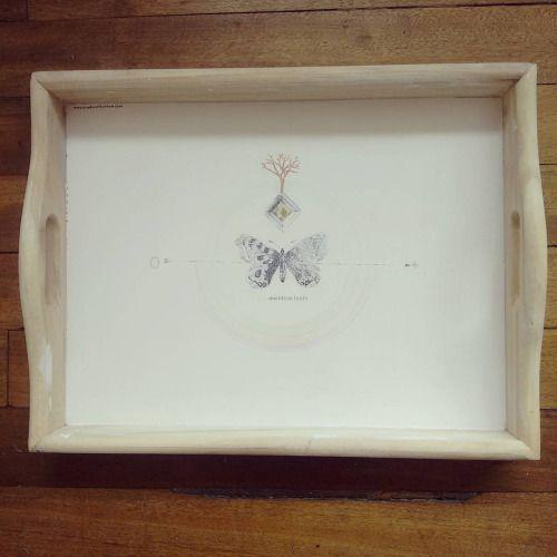 """"""" Entre un punto y otro esta el mientras tanto """" bandeja pieza única #Himallineishon . #illustration #tray #homedecoration #homedecor #butterfly #handmade #handpainted"""