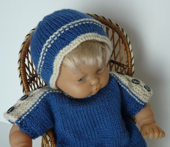 Ensemble combishort, bonnet et chaussons en laine bleu roy à liseré blanc pour poupon 40 cm