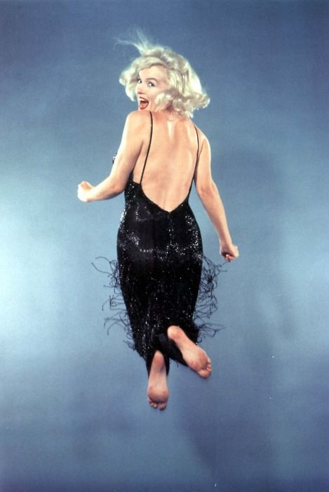 Marilyn Monroe photographed by Philippe Halsman.Monroe Jumping, Marilyn Monroe Photos, Philippe Halsman, Beautiful, Marilynmonroe, Life Magazine, Norma Jeans, Marylin Monroe, People