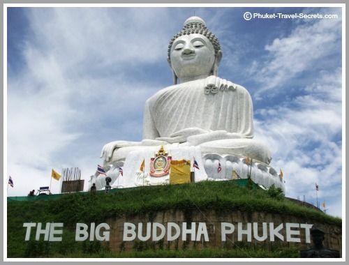 Resetips: Big Buddha på Phuket   Thailand Forum -   För tio år sedan så vandrade en grupp vänner genom skogen på Nakkerd bergen mellan Chalong och Kata. Det var då de lyckades hitta en plats med en otrolig utsikt åt alla håll. Åt ena hållet kunde man se Chalong bukten och åt andra hållet såg man Kata och Andaman havet.