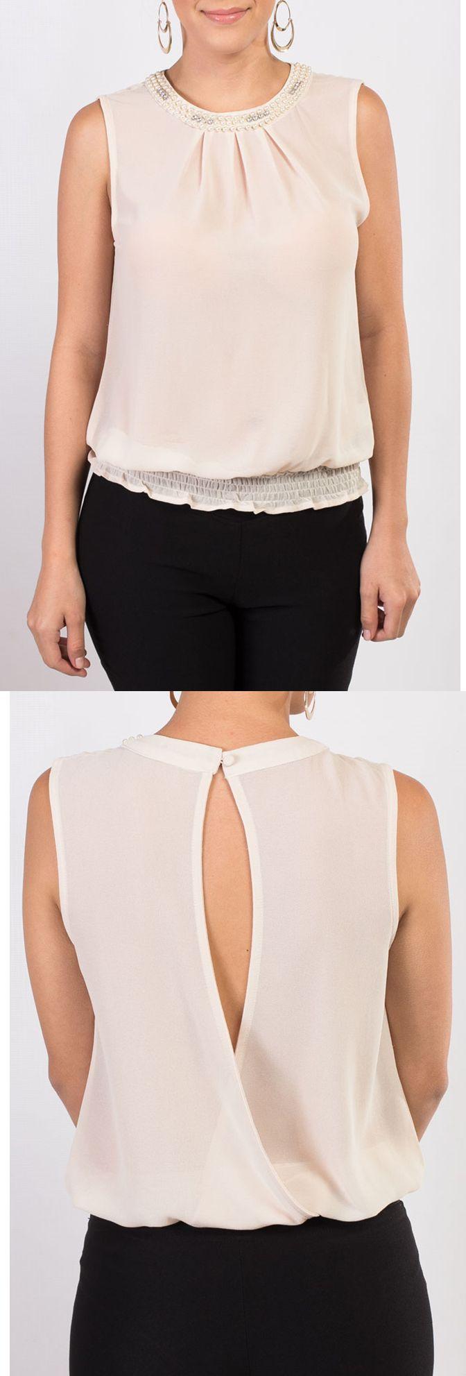 Blusa de chiffon en color beige, sin mangas y con un bello escote en la espalda, también disponible en colores anaranjado y negro.