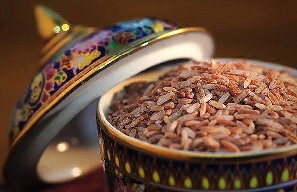 Полезная девятка: что стоит есть тем, кто заботится о здоровье?    1. Коричневый рис  Многие избегают углеводов, потому что от них, по общему мнению, толстеют. Но они очень важны для поддержания энергетического уровня. Не забывайте о продуктах из цельного зерна: коричневом рисе, хлебе и кашах, которые содержат много волокна.  Это поможет снизить уровень холестерина, уменьшить риск сердечно-сосудистых заболеваний, рака прямой кишки, камней в желчном пузыре, диабета и ожирения, это также…