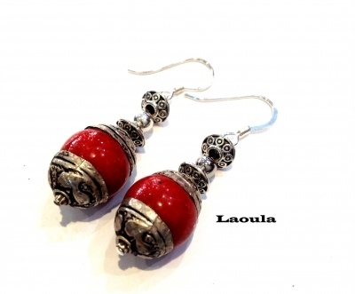 Boucles d'oreilles corail rouge forme de boule en argent de chez Laoula bijoux
