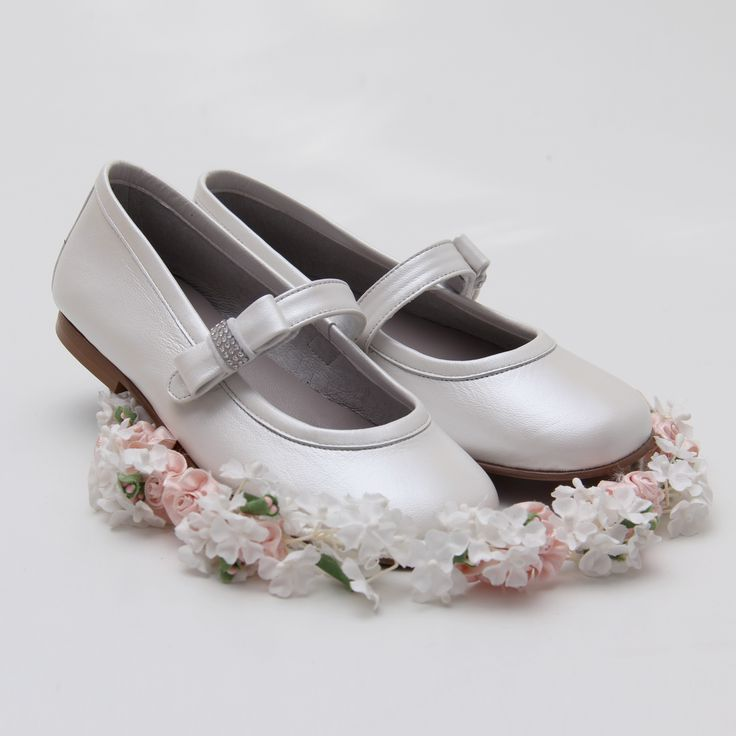 En Zacaris te hemos preparado una selección de zapatos de ceremonia para niña que no te puedes perder. Hoy os dejamos con estas de LANDOS, preciosas. Descúbrelas aquí https://www.zacaris.com/list-product.php?cPath=180 #zacaris #shoponline #comunion #cerem