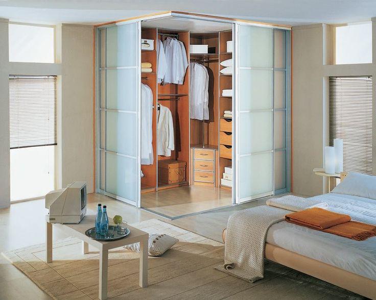 гардеробная в современной спальне