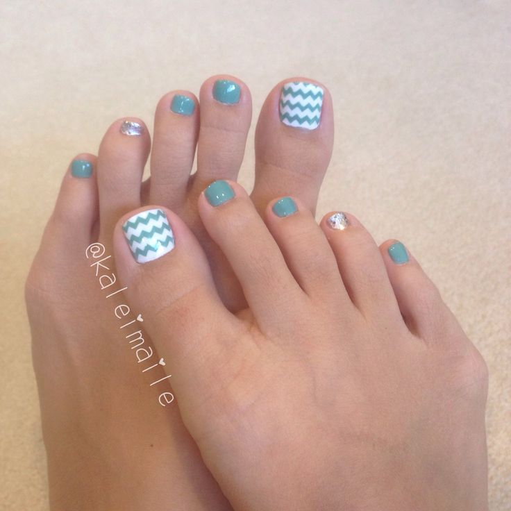 Turquoise chevron toe nails