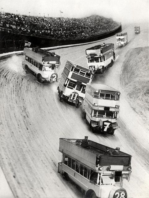 Race of double deck buses, 1933. S)