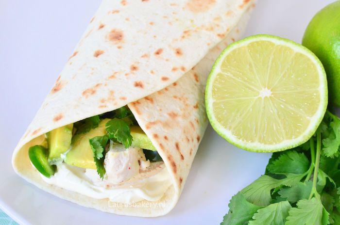 Tortilla's met limoen kip en avocado