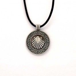 Pilgrims shell pendant, made of silver 925 by the best goldsmiths of Santiago. Handmade using traditional methods of Galician jewelry. Scallop shell symbol of the Camino de Santiago de Compostela. Crafts of Galicia. Ardentia Orfebres