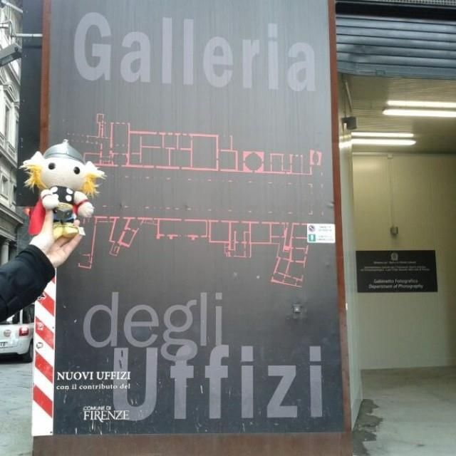 #ThorItalia - Uffizi con Thor! Tappa fiorentina del #ThorTour2013! #Marvelgram #Cosplay #LCG2013 #ThorLucca #Marvel #MarvelCosplayItalia