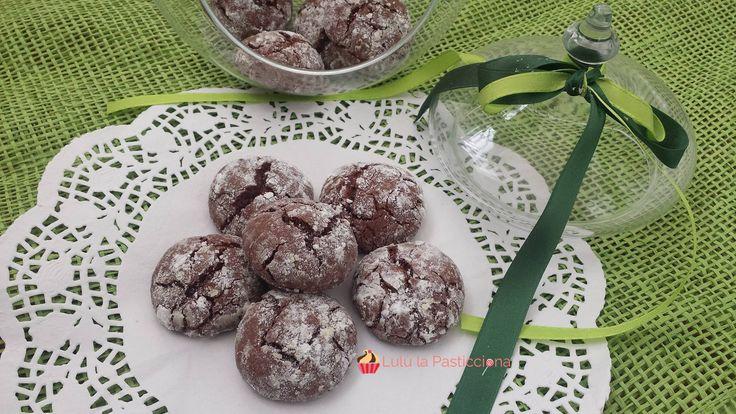 Ed eccoci qui alla ricerca di dolci per il Natale, oggi vi propongo qualcosa di diverso dal solito: Pasticcinial fondente, semplicissimi da preparare e c
