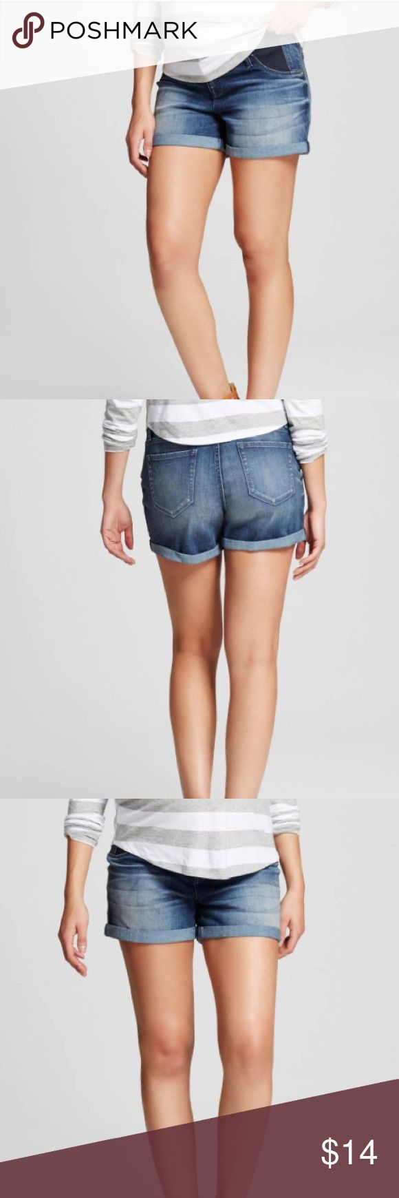 Liz Lange Maternity Shorts Liz Lange Maternity Shorts size small! Great condition, no signs of wear. Inset side Panels feel like your wearing your normal shorts, only more comfortable! Bundle with other Maternity items to save! ❤️ still for sale at Target! Liz Lange for Target Shorts Jean Shorts