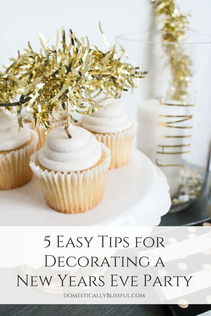 5 easy tips for decorating a New Years Eve party that all of your guests will love & remember! | #ad #DuckTape @TheDuckBrand | Duck Mirror® | Duck Texture® | New years eve party ideas | new years eve party | new years eve food | New Years eve quotes | New Years eve ideas | New years eve games | new years eve decor | new years eve decorations | new years eve pictures | new years eve dessert | diy decor | new years eve activities | new years eve crafts | new years eve backdrop |