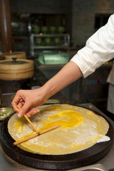 How to make a #Tianjin fruit pancake