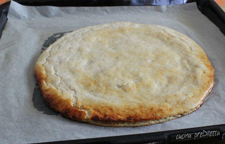 Se siete a dieta e avete voglia di pizza ecco per voi la ricetta della base per pizza Dukan, da condire con ingredienti a scelta fra quelli consentiti...