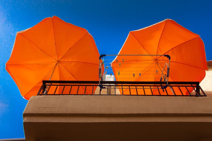 Chania oranje zonneparasols