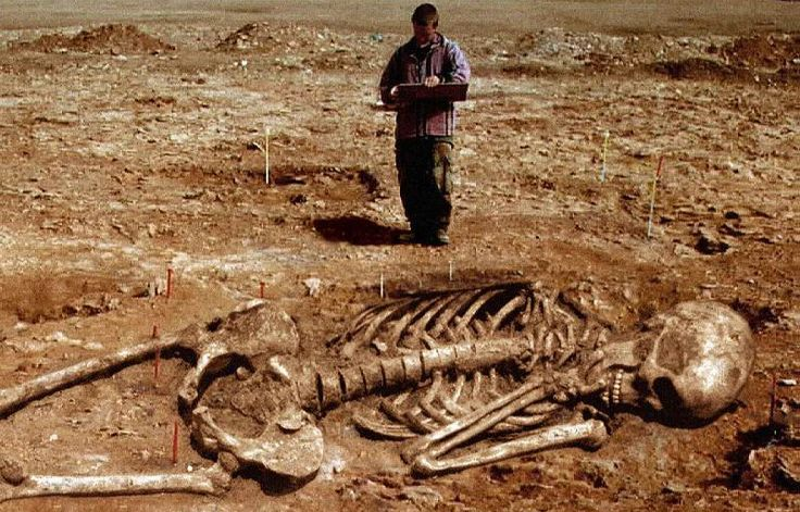 Another fake photo of a giant skeleton. The article explains how you can tell. via A. Roy King