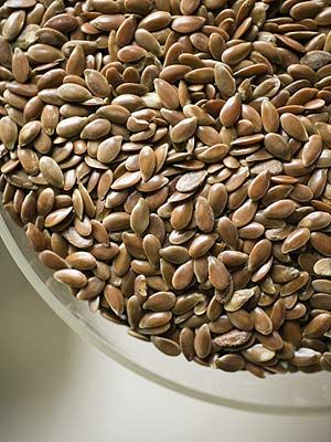 10 Delicious Foods That Help Lower Blood Pressure - Everyday Health... Flaxseed is rich in flaxseed oil which is shown to help reduce high blood pressure due to its omega-3 fatty acid content. When crushed into flaxseed meal, it has a pleasant, nutty flavor... Ideas: Stir it into yogurt; Sprinkle it on hot or cold cereals; Add a few tablespoons to low-sodium recipes for homemade bread.