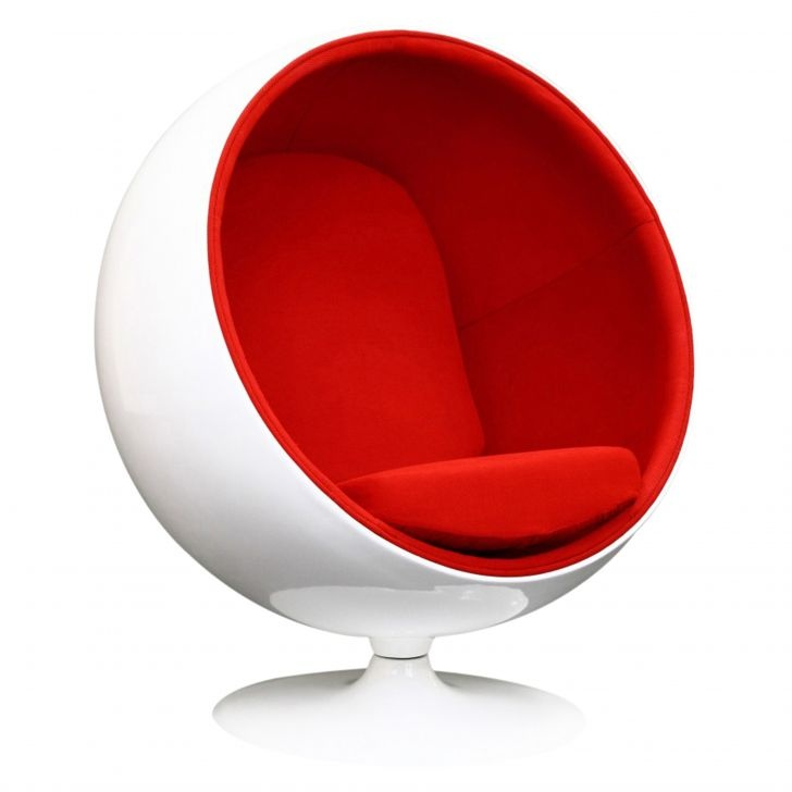 Make a statement with the Replica Eero Aarnio Ball Chair. Featuring the iconic ball-shaped design and a statement colour palette, it's the perfect place to curl up and relax in total comfort and style. #ballchair #red #design #comfort #relaxing #trendy