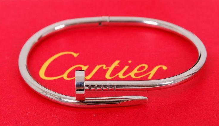 Браслет Cartier Juste Un Clou в виде согнутого гвоздя серебристого цвета в фирменной упаковке