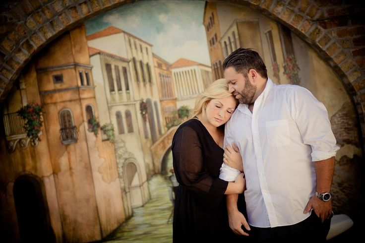 How to photograph a curvy couple
