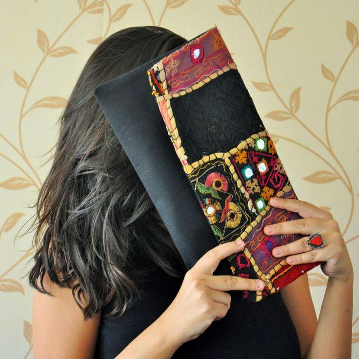 Etnik el çantası/clutch (Vintage kumaşlı kapak) *Siyah keten üzerine Vintage etnik kumaşlı kapak*Siyah pamuklu astar*Siyah fermuarÖlçüler:.... 266419