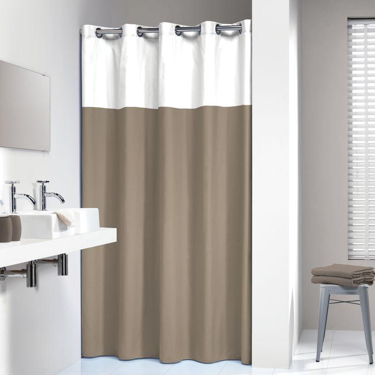 Dit smaakvolle en rustige taupekleurige douchegordijn is afgewerkt met een witte bies aan de bovenzijde. Samen met een op maat gemaakte douchestang en bijpassende badkameraccessoires wordt uw badkamer een oase van rust.