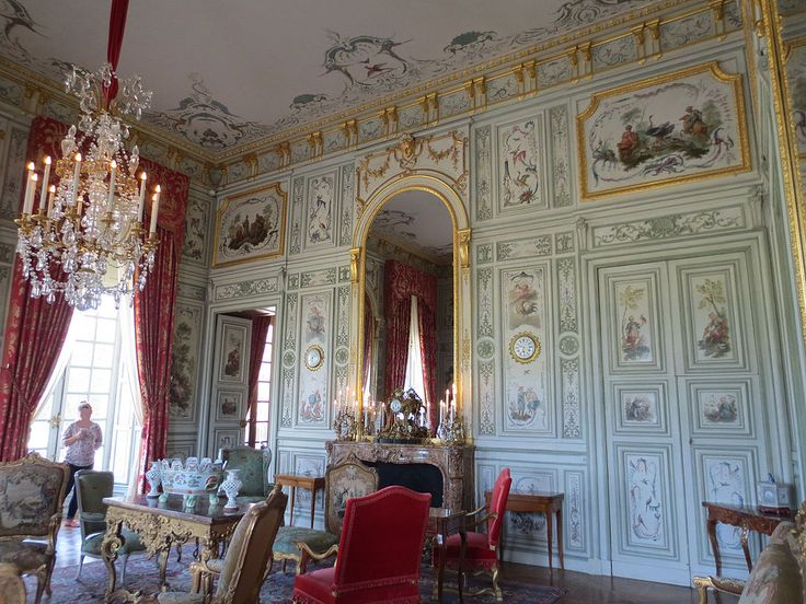 Château de Champs-sur-Marne, France - Salon chinois. Panelling by Jean-Baptiste Bullet de Chamblain (1665-1726). Apparently, this is baroque (Louis XIV) - it looks like it's late 18th-century to me...