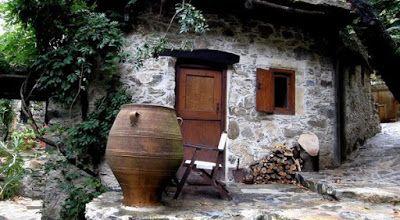 ΕΛΛΗΝΙΚΗ ΔΡΑΣΗ: ΜΗΛΙΑ: Tο παραμυθένιο πέτρινο χωριουδάκι -χωρίς ρε...