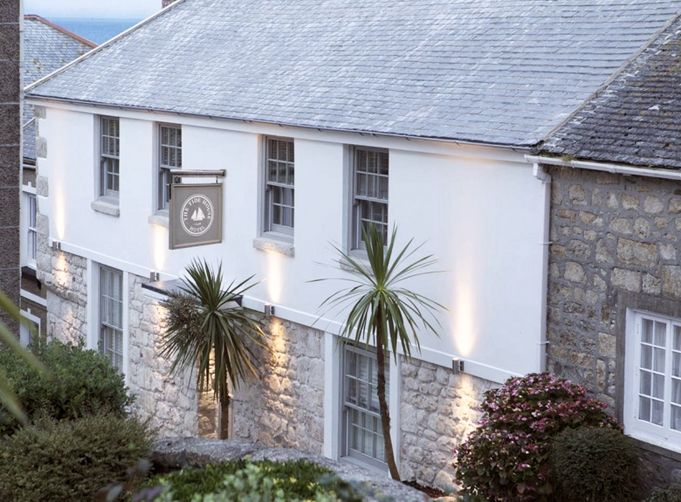 English charm and surfing in Cornwall. Stay at The Tide House. via Rue