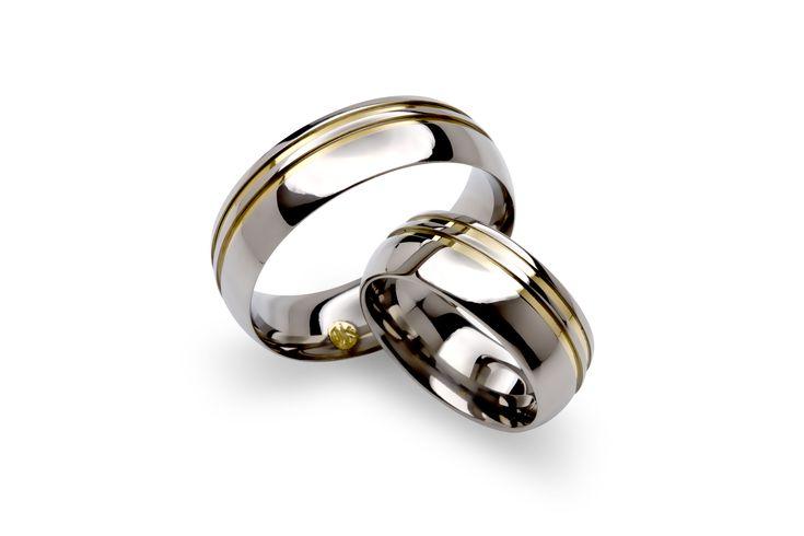 Aliança em Aço com dois filetes em ouro 18k. #ring #steel #gold #jewelry #anel #namoro