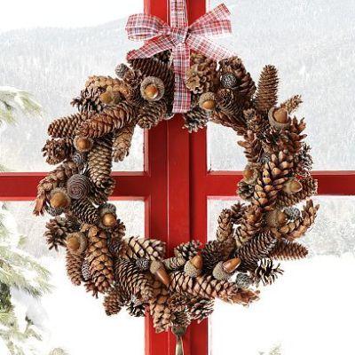 Nydelig julekrans av kongler