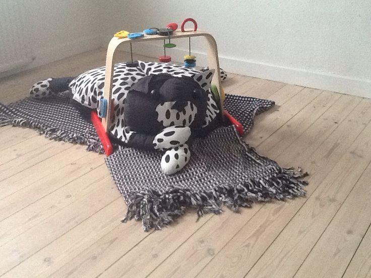 Aktivitets tæppe-pude #3 Lavet så det passer til baby aktivitets stativ fra ikea