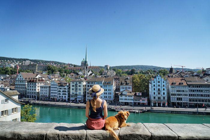 Zürich ist klassisch und modern, traditionell und cool zugleich. Auf unserem Rundgang durch Zürich-West zeigen wir euch hippe Zürich Sehenswürdigkeiten.