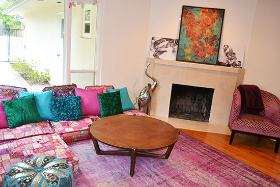 An AMAZING mostly-furniture-free living room. This is ...