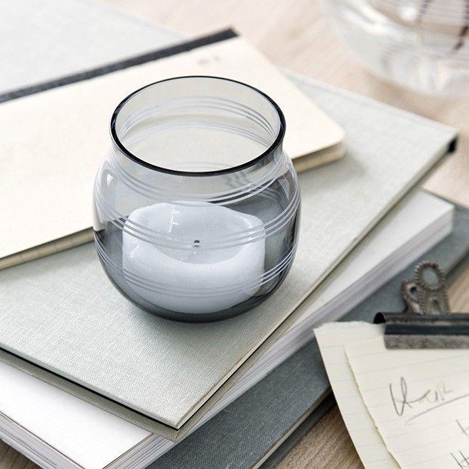 Se den ikoniske Omaggio-lysestage i glas fra Kähler Design