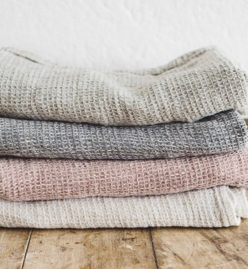Our Tutto linen towels are made from 100% pure linen & are luxuriously soft & highly absorbent. Designed with an extra length of 80cm. Handcrafted in Europe.