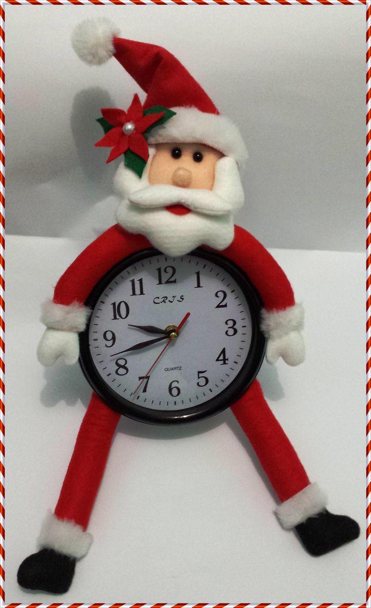 Noel em Feltro, aplicado em Relógio de Parede de 17 cm Diâmetro
